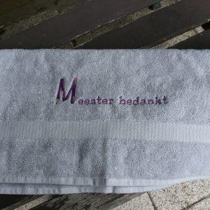 Marconellie geborduurde handdoek